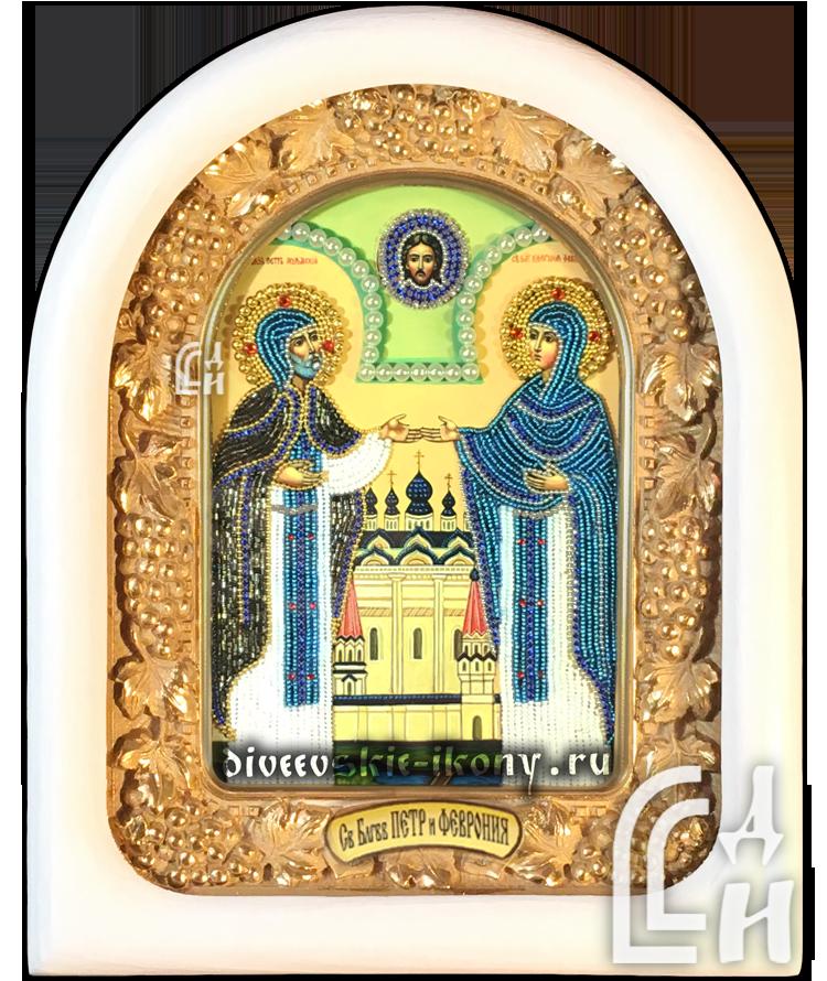 Икона из бисера Петра и Февронии в белом киоте