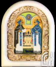 Икона Святых Петра и Февронии в белом киоте